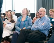 huureenacteur op congres maatwerk federatieopvang publiek lacht