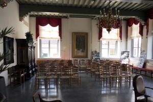 Oude stadhuis Ijsselstein nog leeg voor bijeenkomst bouwwereld met huureenacteur